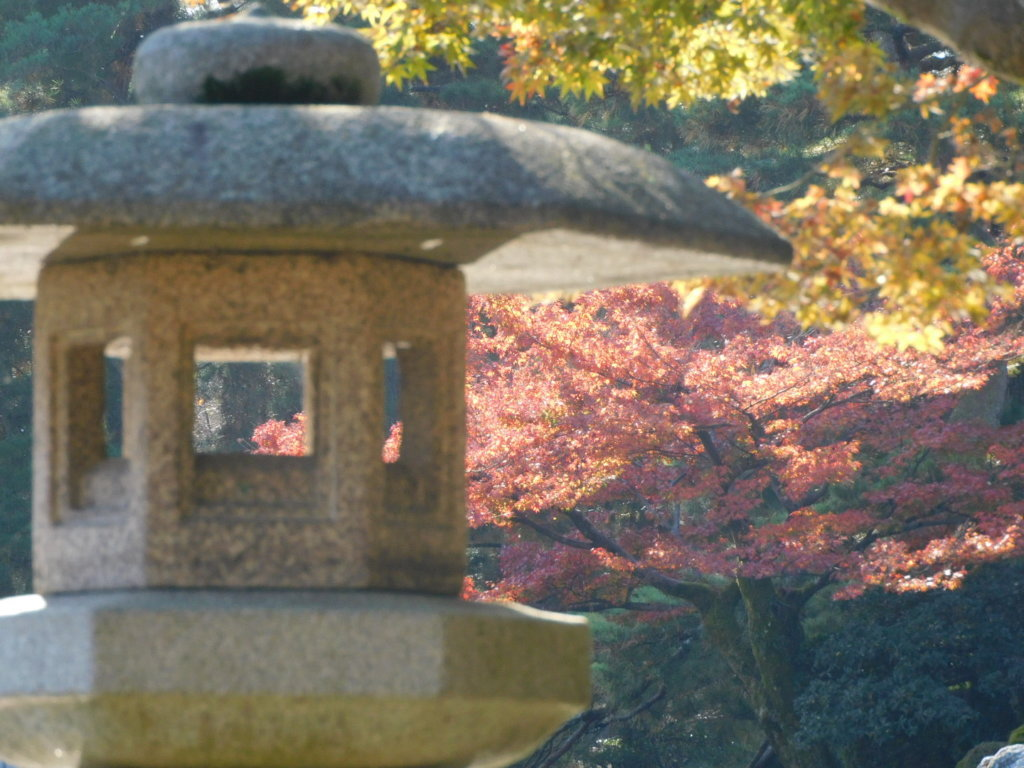 徽軫(ことじ)灯籠